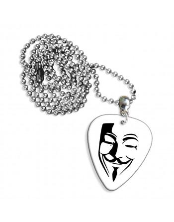 Anonymous masker ketting met plectrum